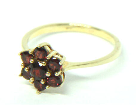 Granat Ring in 333 Gold